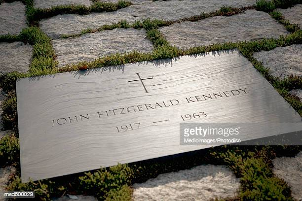 grave site of john f. kennedy, arlington national cemetery, virginia, usa - john f kennedy burial site stock pictures, royalty-free photos & images