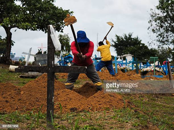 Gravediggers work at Nossa Senhora Aparecida Cemetery also known as Taruma Cemetery to receive the inmates killed in the recent riots in prisons on...