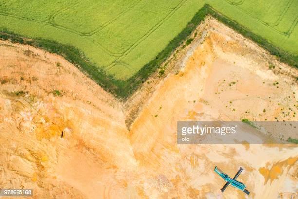 gravel and sand open pit mining - escarpment - escarpment stock pictures, royalty-free photos & images