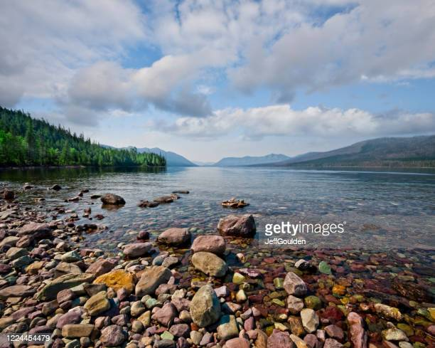 gravel beach at lake mcdonald - jeff goulden stock pictures, royalty-free photos & images