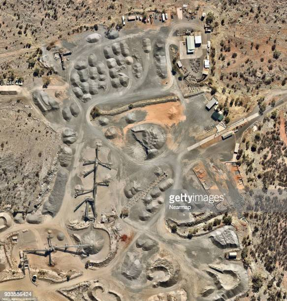 gravel quarry - alice springs stock pictures, royalty-free photos & images