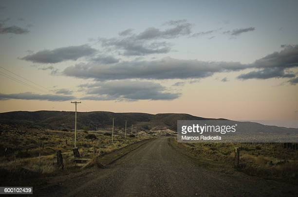 gravel road at patagonian steppe - radicella photos et images de collection