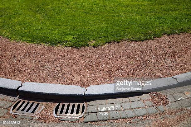 gravel separating curb from grass - curb stock pictures, royalty-free photos & images