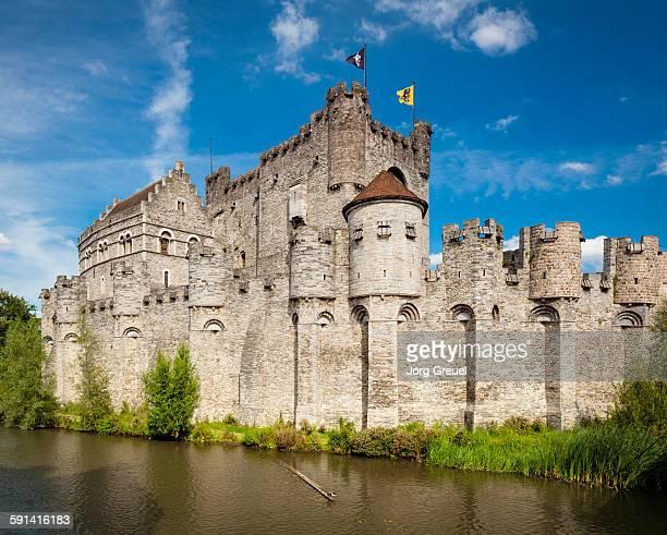 gravensteen castle - ベルギー ゲント ストックフォトと画像