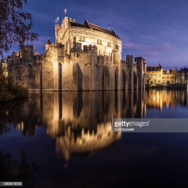 gravensteen - spiegelung stock pictures, royalty-free photos & images