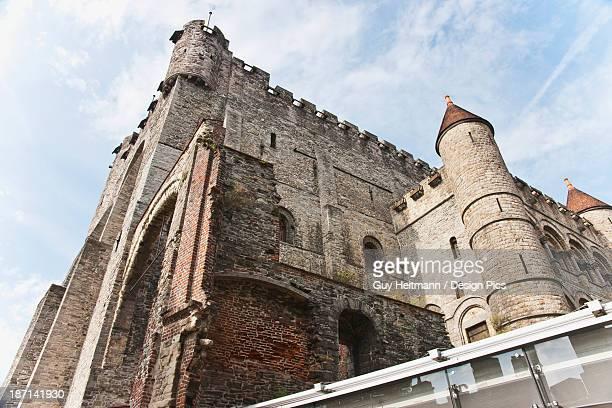 gravensteen the castle of the counts of flanders - flandres oriental imagens e fotografias de stock