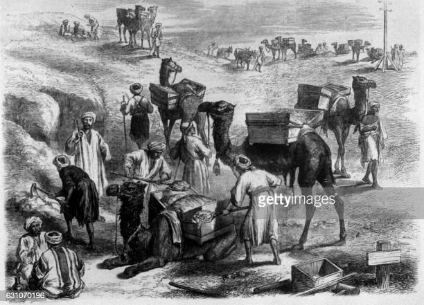 gravure représentant des fellah egyptiens pendant les travaux de terrassement du Canal de Suez en Egypte dans les années 1860 / AFP /