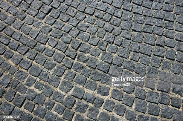 gray cobblestone paving - paving stone stock pictures, royalty-free photos & images