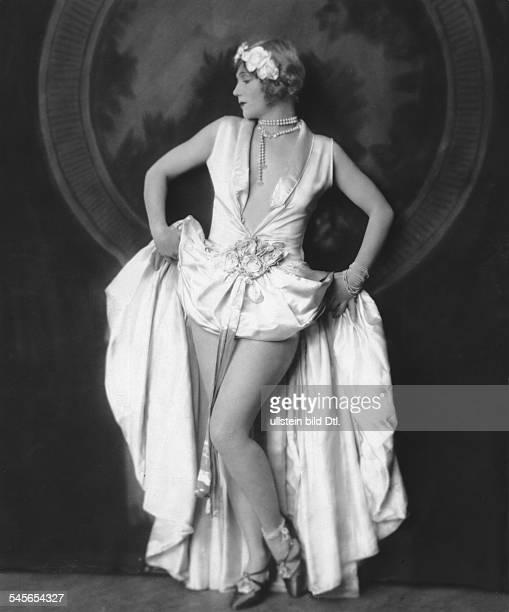 Gray Gilda *14101897Tänzerin Schauspielerin Sängerin Polen / USAeigentlich Marianna MichalskaPorträt im AbendkleidErschienen in Uhu 9/1926Fotografie...
