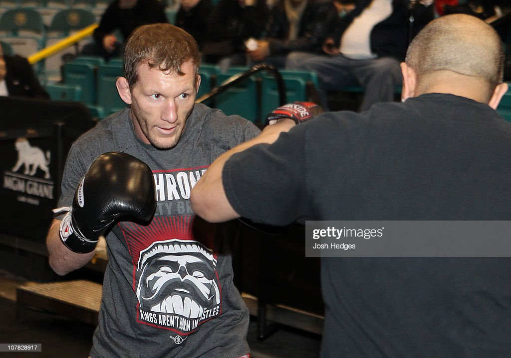 UFC 125 Open Workouts : News Photo