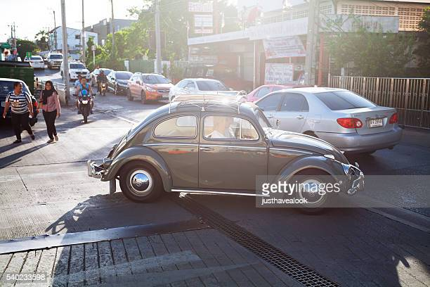 Grau VW-Käfer oldtimer