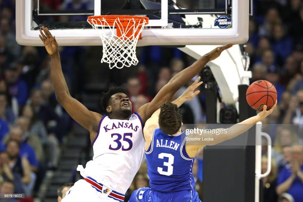 Duke v Kansas : News Photo
