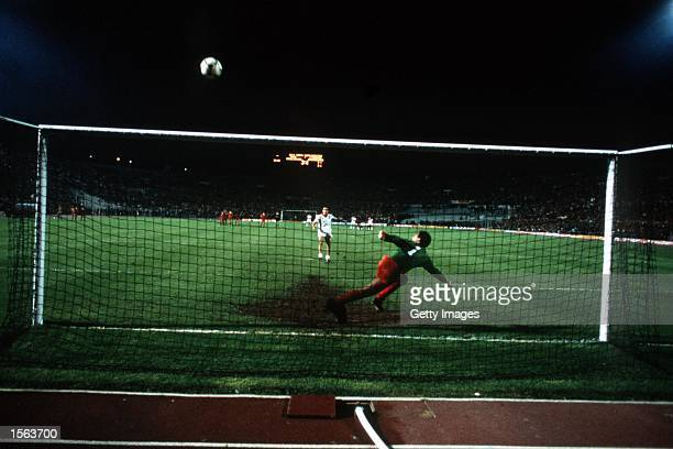 Graziani of Roma misses a penalty in the 1984 Europeam Cup Final between AS Roma v Liverool held at the Olympic Stadium Rome Italy Mandatory Credit...