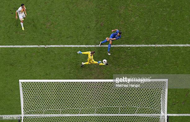 Graziano Pelle of Italy scores his team's second goal past David de Gea of Spain during the UEFA EURO 2016 round of 16 match between Italy and Spain...