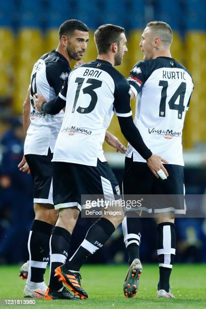 Graziano Pelle of Parma Calcio celebrates after scoring his team's first goal with team mates during the Serie A match between Parma Calcio and Genoa...
