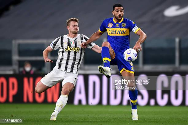 Graziano Pelle of Parma Calcio is challenged by Matthijs de Ligt of Juventus FC during the Serie A football match between Juventus FC and Parma...