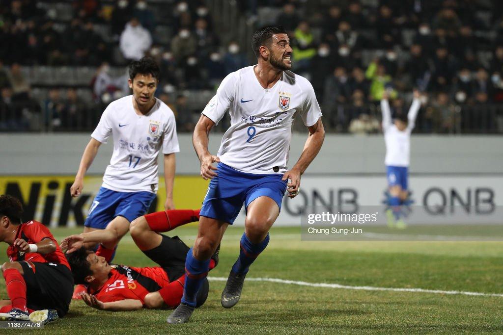 Gyeongnam v Shandong Luneng - AFC Champions League Group E : ニュース写真