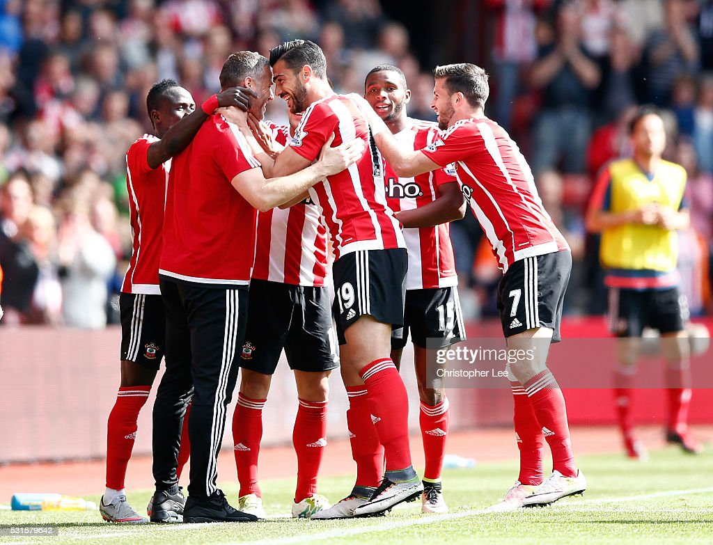 Graziano Pelle (3rd R) of Southampton celebrates scoring his team's second goal with his team mates and coaches during the Barclays Premier League match between Southampton and Crystal Palace at St Mary's Stadium on May 15, 2016 in Southampton, England.