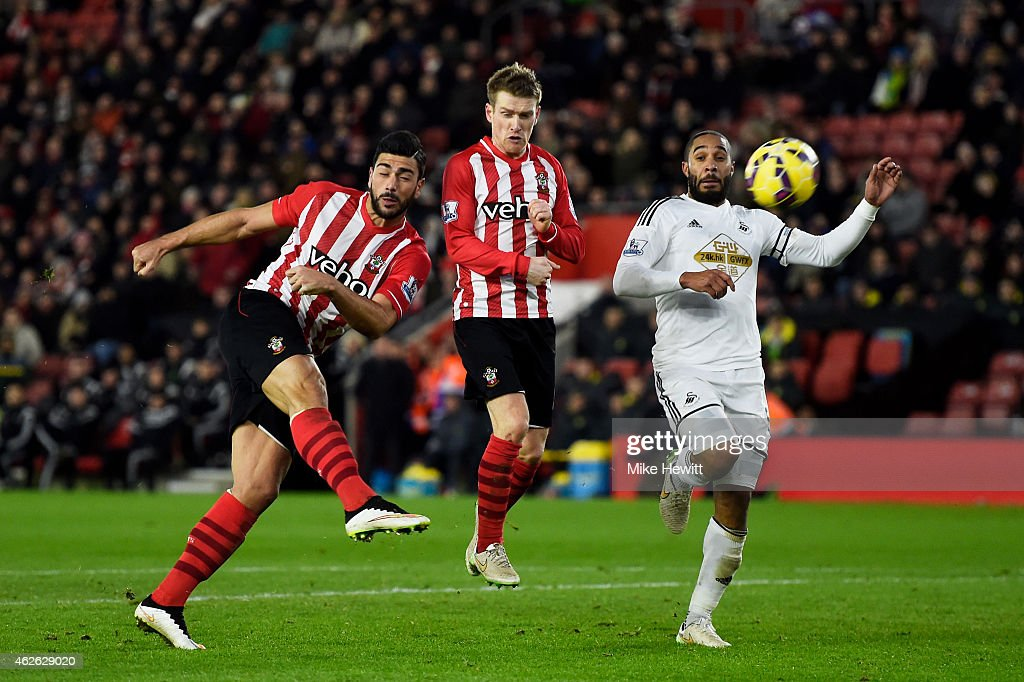 Graziano Pelle of Southampton directs a shot on goal during the Barclays Premier League match between Southampton and Swansea City at St Mary's Stadium on February 1, 2015 in Southampton, England.