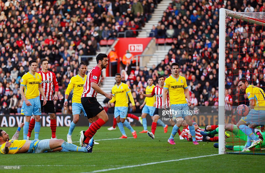 Graziano Pelle of Southampton (5L) scores their first goal during the FA Cup Fourth Round match between Southampton and Crystal Palace at St Mary's Stadium on January 24, 2015 in Southampton, England.