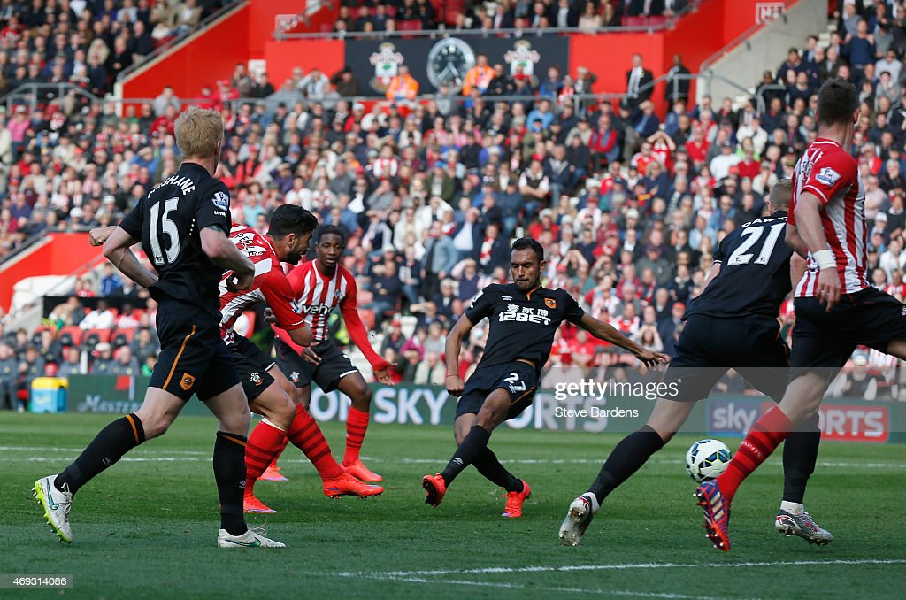 Graziano Pelle of Southampton scores their second goal during the Barclays Premier League match between Southampton and Hull City at St Mary's Stadium on April 11, 2015 in Southampton, England.
