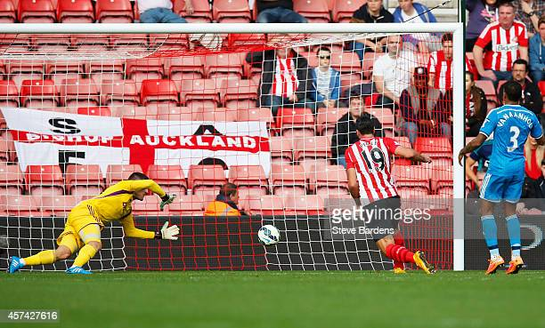 Graziano Pelle of Southampton scores their second goal past goalkeeper Vito Mannone of Sunderland during the Barclays Premier League match between...