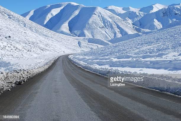 gran alpine highway snowscene, nueva zelanda - mackenzie country fotografías e imágenes de stock