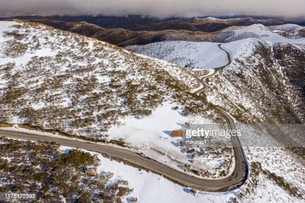 great alpine rd, hotham - victoria australia fotografías e imágenes de stock