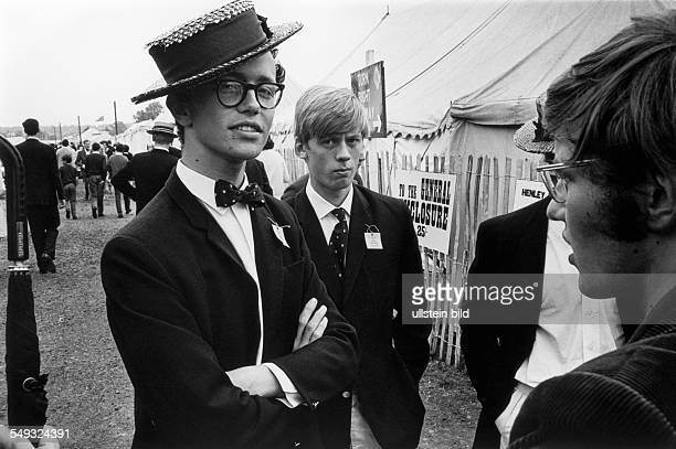 Great Britain, England, Henley Royal Regatta, pupils from a private school with typical boater straw hat