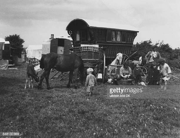 Great Britain England Horsedrawn vehicle in Epsom 1931 Photographer James E Abbe Vintage property of ullstein bild