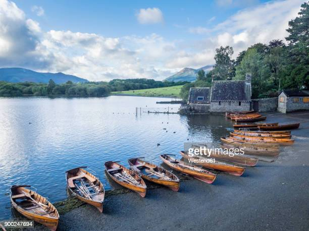 great britain, england, lake district national park, keswick, lake, rowing boats - ケズイック ストックフォトと画像