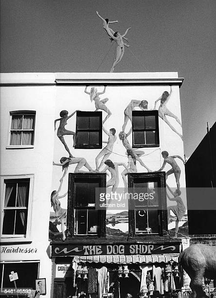 Great Britain England London House on the Portobello Road with paintings on the facade 1977 Photographer Rudolf Dietrich Vintage property of ullstein...