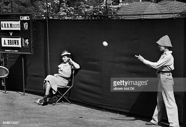 Great Britain England London tennis tournament in Wimbledon on th left the referee and on the right ballboy 1934 Photographer Kurt Huebschmann...