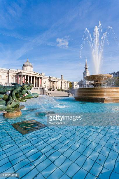 great britain, england, london, trafalgar square, view of fountain at national gallery museum - national gallery london stock pictures, royalty-free photos & images