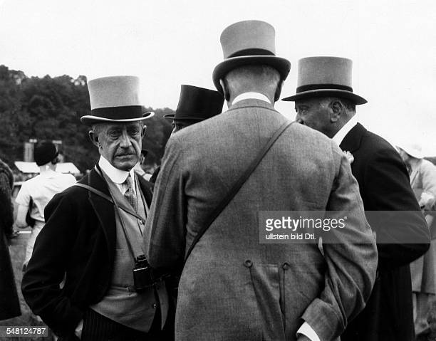 Great Britain England Scenes from Epsom and the Epsom Derby Visitors of a horse race 1931 Photographer James E Abbe Vintage property of ullstein bild