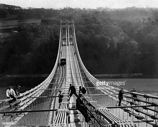 Great Britain England Workers painting the steel construction of the Menai bridge Photographer Eduard Schlochauer 1930Vintage property of ullstein...