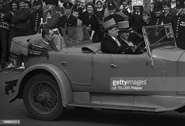Marriage Of Princess Margaret And Anthony ArmstrongJones Londres 6 mai 1960 Des invités de la famille royale arrive en voiture décapotable pour...