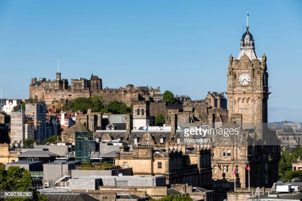 great britain, scotland, edinburgh, view from calton hill, old town with edinburgh castle and balmoral hotel - balmoral hotel stock photos and pictures