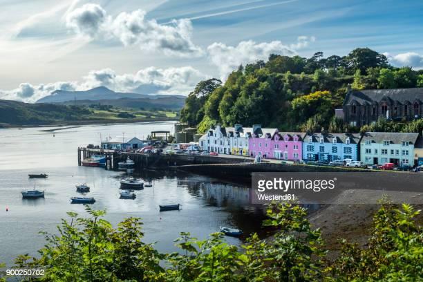 great britain, scotland, isle of skye, harbour of portree - ポートリー ストックフォトと画像