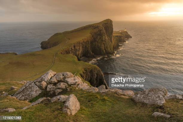 great britain, scotland, isle of skye, lighthouse at neist point - coastline stock pictures, royalty-free photos & images