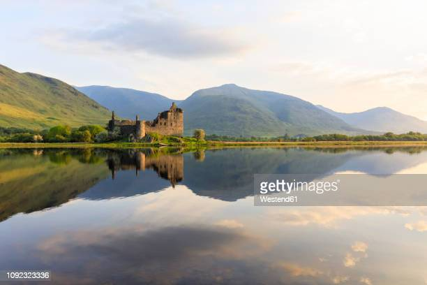 great britain, scotland, scottish highlands, argyll and bute, loch awe, castle ruin kilchurn castle - chateau stock pictures, royalty-free photos & images