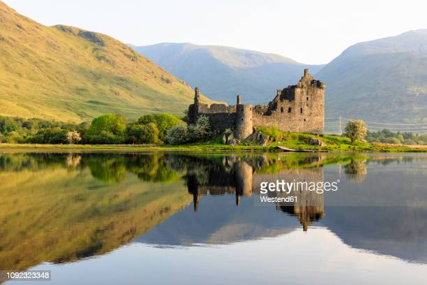 great britain, scotland, scottish highlands, argyll and bute, loch awe, castle ruin kilchurn castle - strathclyde stock pictures, royalty-free photos & images