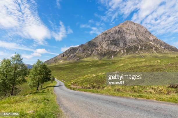 Great Britain, Scotland, Scottish Highlands, Glen Etive, Mountain massif Buachaille Etive Mor, road