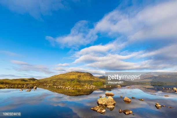 great britain, scotland, scottish highlands, glencoe, rannoch moor, lochan na h?achlaise - cultura escocesa imagens e fotografias de stock