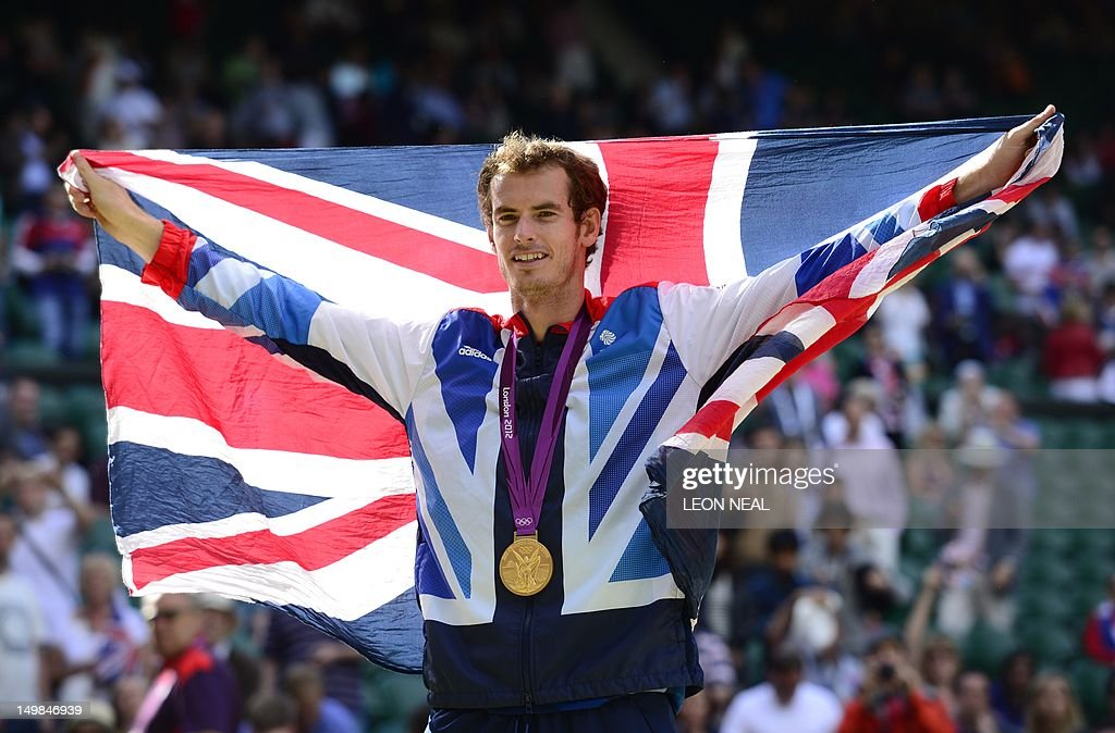 Great Britain's Andy Murray poses with h : News Photo