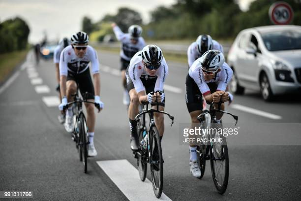 Great Britain's Christopher Froome trains with his Great Britain's Team Sky cycling team teammates on July 4, 2018 in Saint-Mars-la-Reorthe, western...
