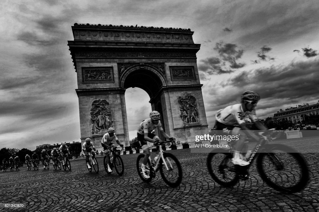 Great Britain's Christopher Froome (2nd R), wearing the overall leader's yellow jersey, rides past the Arc de Triomphe during the 103 km twenty-first and last stage of the 104th edition of the Tour de France cycling race on July 23, 2017 between Montgeron and Paris Champs-Elysees. /