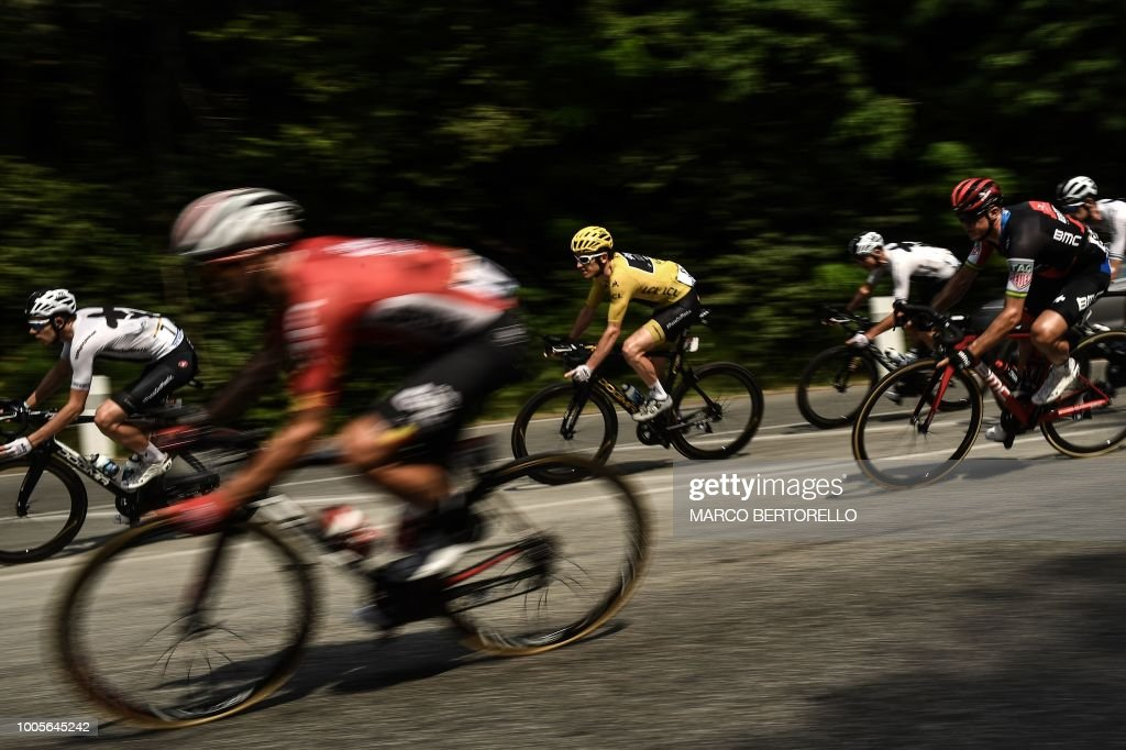 TOPSHOT - Great Britain's Geraint Thomas (C), wearing the overall leader's yellow jersey, rides with the pack chasing a 5-men breakaway during the 18th stage of the 105th edition of the Tour de France cycling race, on July 26, 2018 between Trie-sur-Baise and Pau, southwestern France.
