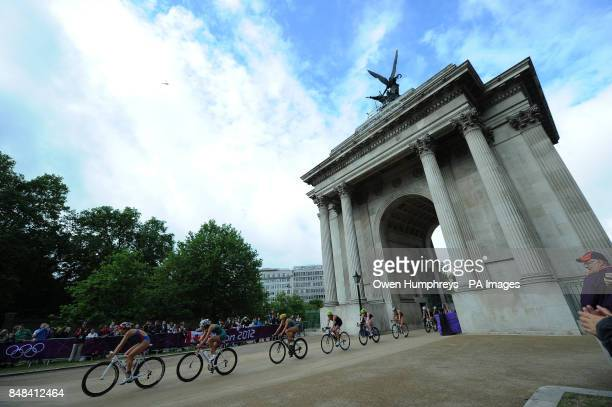 Great Britain's Helen Jenkins and Lucy Hall ride through Wellington Arch during the Women's Triathlon around London