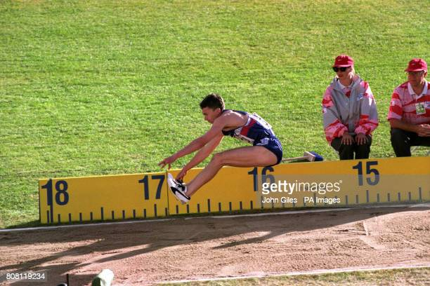 Great Britain's Jonathan Edwards breaks the world record by jumping 1829 m